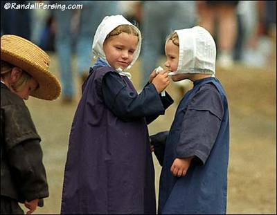 Two_amish_girls_randall_persing_pho